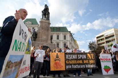 protest rosia montana iasi piata unirii 2013 pancarde