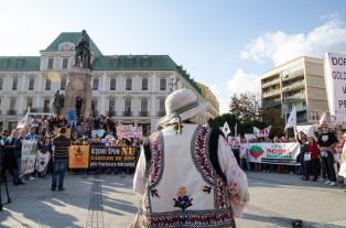 protest rosia montana iasi piata unirii 2013 batrana costum popular