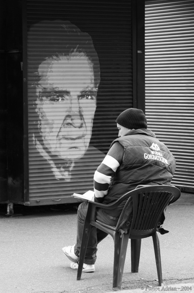guy reading in front of a poster of Cioran