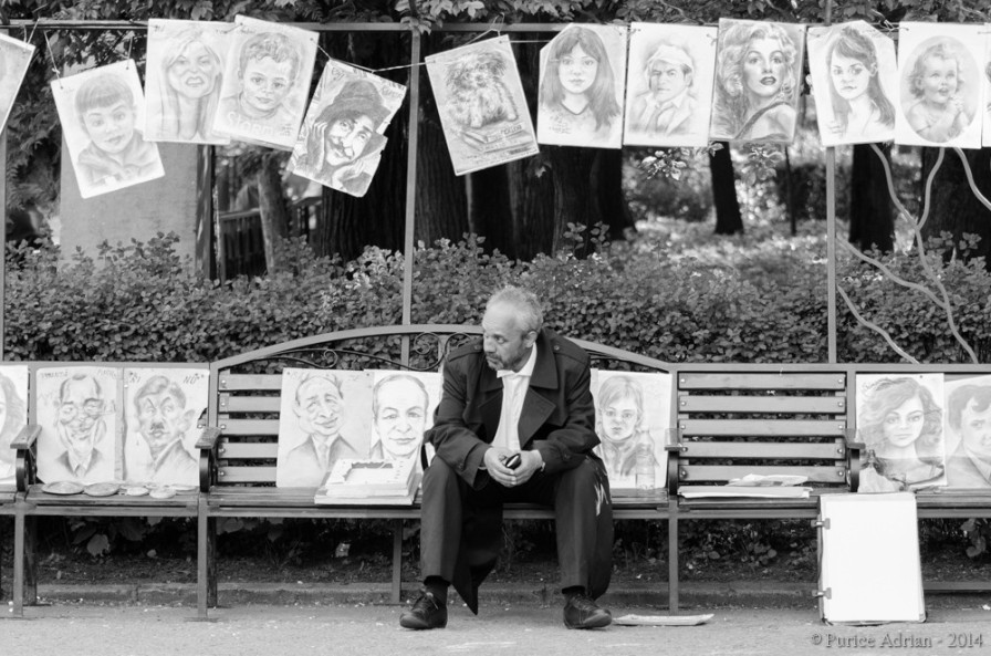 portraitist waiting on a bench